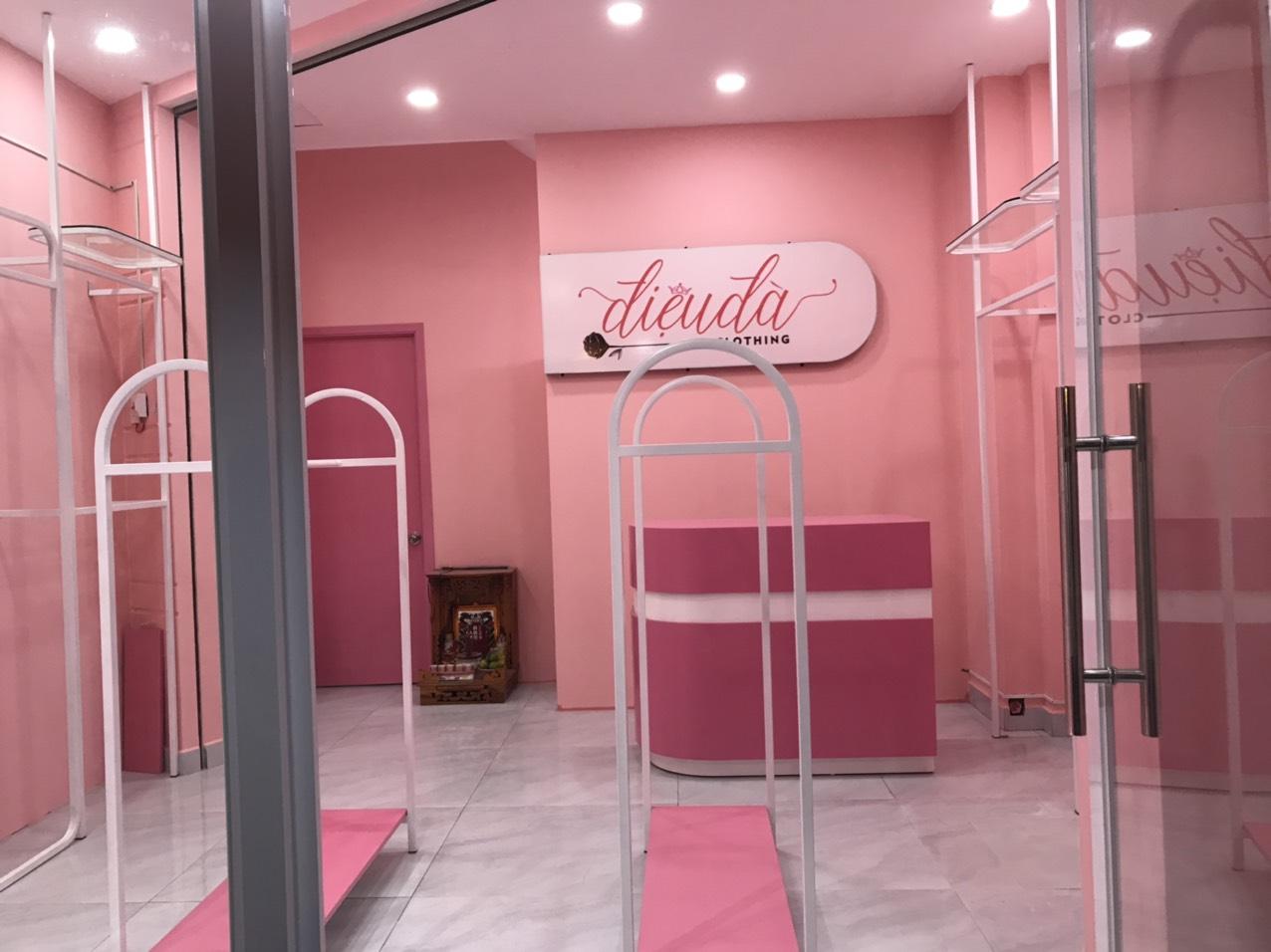 thi công showroom quần áo thời trang