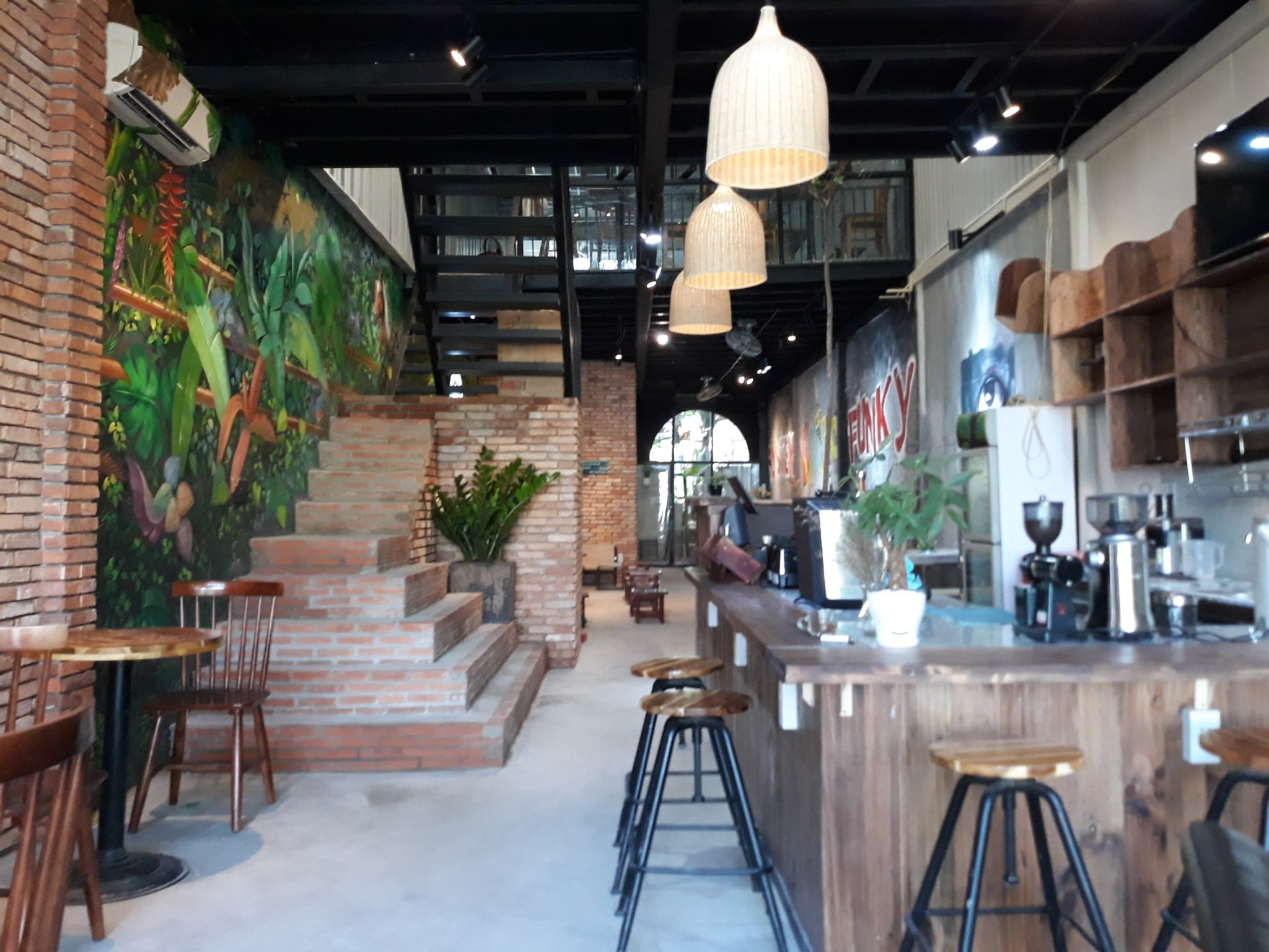 thiet-ke-va-thi-cong-noi-that-quan-cafe
