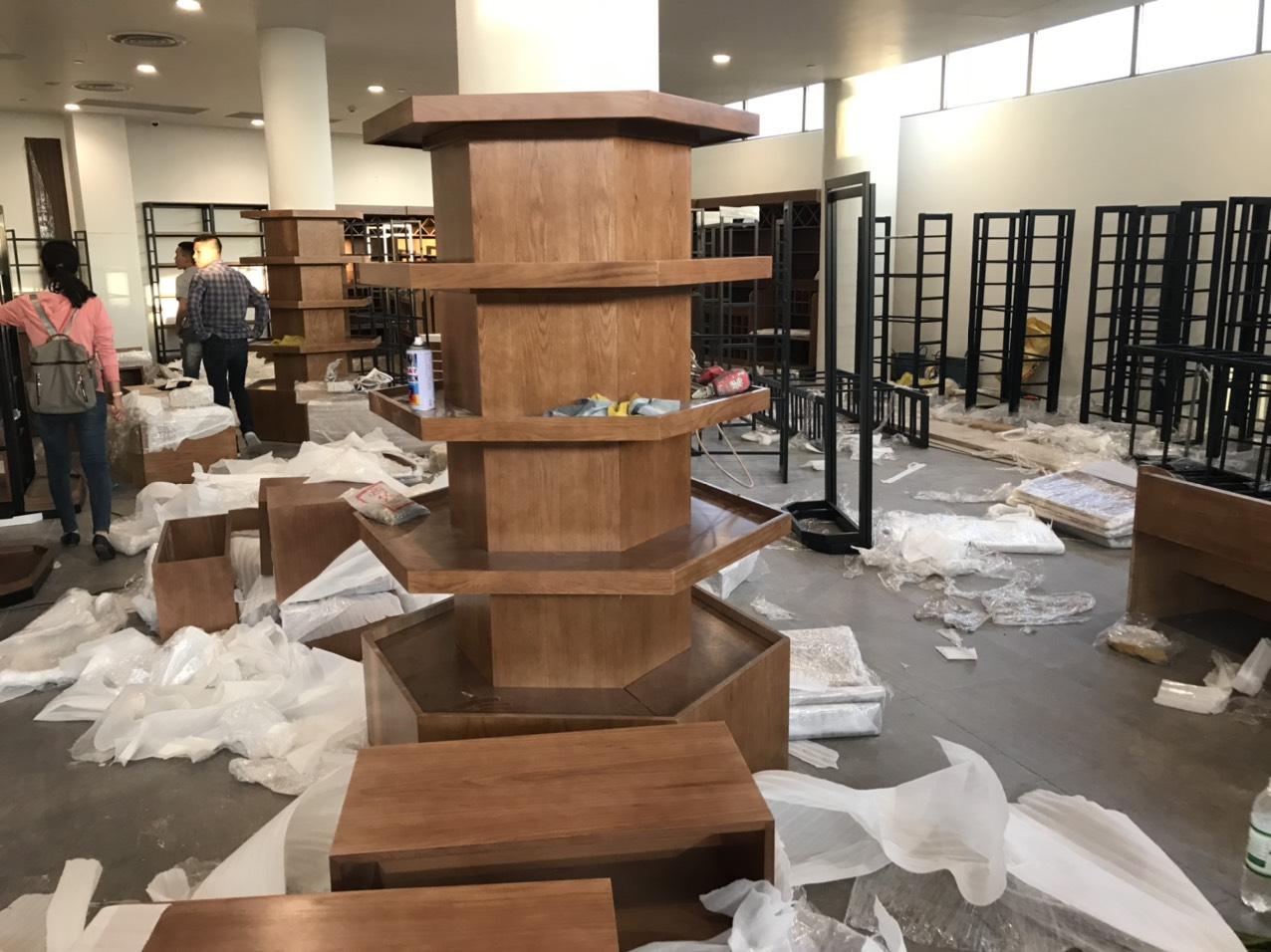 Thi công nội thất siêu thị Alma với hệ thống quầy kệ trưng bày hiện đại
